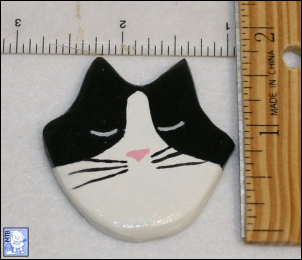 Flat Cat Head - #002 Black Tuxedo - Handmade Plaster Manget - Scale