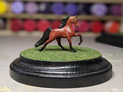 5 inch Round Grass Base - Mini Whinnie